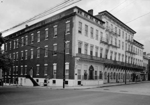1958 photograph of the Bank of Alexandria. Image from the Library of Congress.
